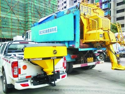 南京启动最高等级扫雪防冻预案 第一批扫雪突击队昨晚上路