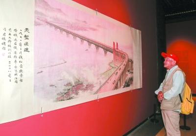"""数百件史料、老物件讲述""""大桥记忆"""" 桥头堡造型差点成""""凯旋门"""""""